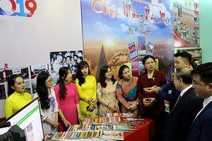Lào Cai: Tưng bừng khai mạc Hội báo xuân Kỷ Hợi 2019