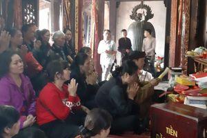 Nam Định: Người dân tấp nập đi lễ đền Trần đầu năm mới cầu may