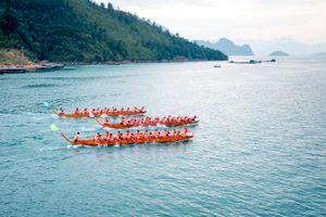 Đến Quỳnh Nhai xem đua thuyền, thưởng thức sản vật Tây Bắc