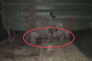 Tàu hàng trật bánh ở Nghệ An, đường sắt Bắc - Nam bị gián đoạn