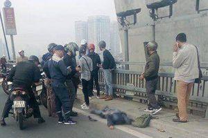 Xảy ra tai nạn với xe buýt trên cầu Nhật Tân