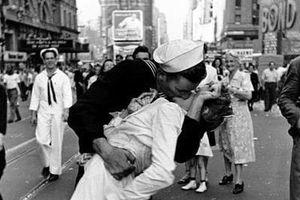 Cựu thủy thủ trong bức ảnh 'Nụ hôn' qua đời ở tuổi 95
