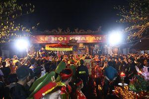 Hàng nghìn người dân tham dự khai ấn Đền Trần