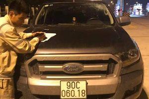 Ô tô bị ném chai nước nứt kính trên cao tốc Hà Nội - Hải Phòng