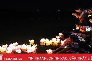 Độc đáo lễ hội cầu an, thả đèn hoa đăng trên sông Ngàn Phố