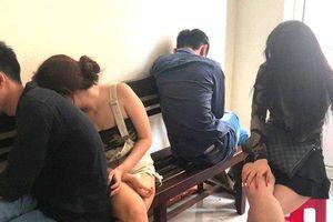 Bắt nhóm nam thanh nữ tú cùng thuê khách sạn sử dụng ma túy