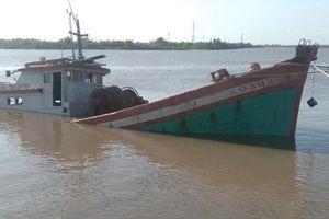 Cứu nạn thành công tàu cá BL 93939 TS bị chìm trên sông Gành Hào