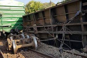Lại thêm một vụ trật bánh, đổ tàu hàng ở ga Suối Kiết