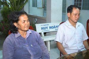 Trao giấy khen cho 2 người dân nhặt được 120 triệu vào mùng 1 Tết rồi trả lại
