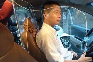 Taxi lắp vách ngăn bảo vệ: An toàn hay giảm khả năng thoát hiểm?