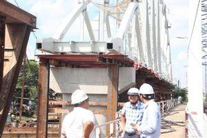 Cầu đường sắt Bình Lợi chuẩn bị lao dầm thép chính dài 101m