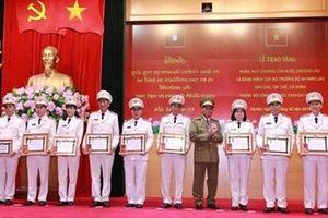 Trao phần thưởng cao quý của Nhà nước CHDCND Lào cho tập thể, cá nhân thuộc Bộ Công an Việt Nam