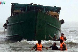 4 thuyền viên gặp nạn ở vùng biển Thừa Thiên Huế được cứu hộ kịp thời