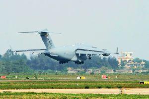 C-17 cấp tập đáp xuống Nội Bài, chuẩn bị cho chuyến đi của TT Trump