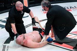 Cựu vô địch MMA ngã gục vì bị đá vào hạ bộ