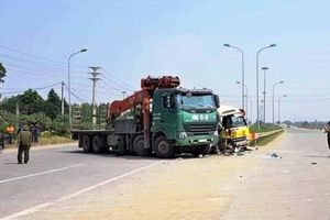 Khắc phục hậu quả vụ tai nạn liên hoàn trên Đại lộ Thăng Long