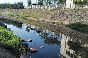 Hơn 10 năm sống cạnh dòng kênh ô nhiễm