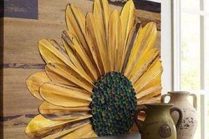 Góc bếp đẹp như bước ra từ trong tranh nhờ hoa hướng dương