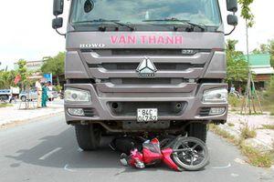 Bị cuốn vào gầm xe tải, người đi xe máy tử vong thương tâm