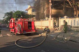 'Bà hỏa' ghé thăm nhà kho, trường tiểu học sơ tán toàn bộ học sinh
