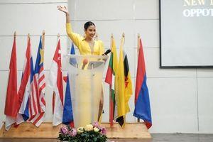 Á hậu Hoàng Thùy liên tục gây ấn tượng mạnh tại Philippines