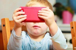 Kết quả của nghiên cứu 300 triệu USD: Trẻ sử dụng thiết bị điện tử 7 giờ/ngày dễ bị mỏng vỏ não