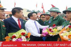 Hơn 1.100 tân binh Hà Tĩnh náo nức lên đường tòng quân