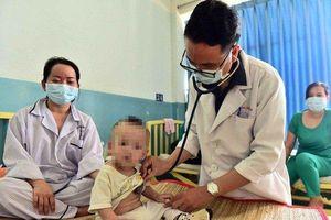 Nguyên nhân khiến dịch sởi bùng phát, cách chăm sóc trẻ bị sởi
