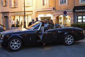 Ngưỡng mộ với bộ sưu tập siêu xe cực đắt đỏ của huyền thoại thiết kế Karl Lagerfeld