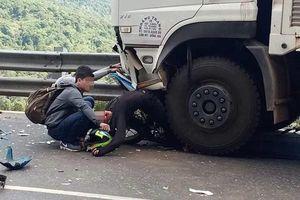 Tin mới nhất về phượt thủ gặp nạn trên đèo Bảo Lộc, cả người lẫn xe dính dưới bánh xe tải