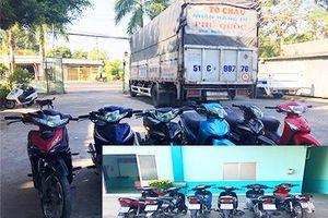 Phát hiện lô xe máy nghi là xe gian chở trên xe tải
