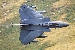 Chiến đấu cơ 40 tuổi của Không quân Hoàng Gia Anh 'tạm biệt' bầu trời