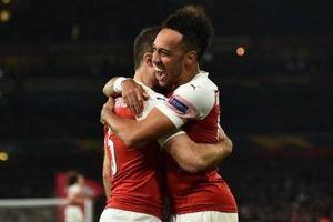 Cặp trung vệ tỏa sáng đưa Arsenal vào vòng 1/8 Europa League