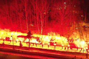 CĐV Zenit 'đốt đường' mừng xe đội tuyển trở về