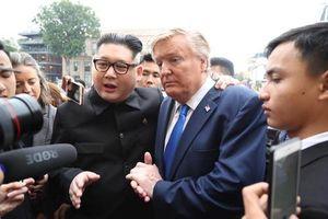 Bản sao Tổng thống Mỹ và nhà lãnh đạo Kim Jong-un náo động ở Hà Nội