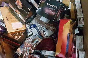 Phát hiện loạt sản phẩm 'nhạy cảm' không được phép lưu hành tại cơ sở ở Hà Nội