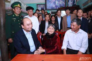 Thủ tướng Chính phủ Nguyễn Xuân Phúc thăm Mẹ Việt Nam Anh hùng tại Diễn Châu