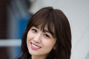 Park Ha Sun say đắm thầy giáo điển trai Lee Sang Yeob trong phim mới của đạo diễn 'Bad Guy'