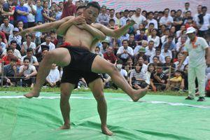 Lễ hội Vật truyền thống Làng Vân