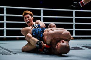 'Lão tướng' MMA mất 53 giây để hạ đối thủ kém mình 20 tuổi