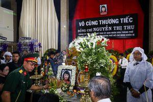Xúc động tiễn đưa Phó chủ tịch UBND Nguyễn Thị Thu về quê nhà