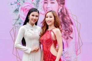 Ngọc Hân diện áo dài nền nã, tạo dáng bên Miss Globe Stella Đào