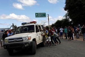 Quân đội Venezuela nổ súng vào phe đối lập, hàng chục người thương vong