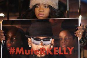 R. Kelly chính thức bị bắt vì tôi lạm dụng tình dục hàng loạt trẻ vị thành niên
