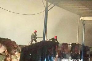 Thừa Thiên-Huế: Cháy hai nhà máy giấy nằm ven Quốc lộ 1A