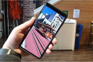 Galaxy S10 'có họ hàng' với Bphone 3?