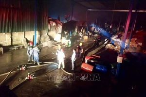Huế: Cháy lớn 2 nhà máy giấy gây thiệt hại nghiêm trọng