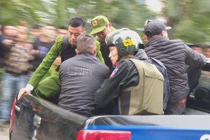 Giải cứu 2 cô gái bị nam thanh niên nghi ngáo đá khống chế ở Hà Nội