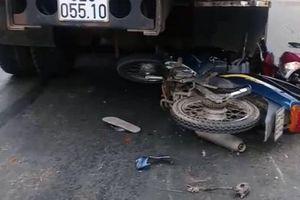 Va chạm giao thông liên hoàn trên QL62, nhiều người bị thương