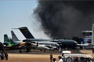 Cháy lớn thiêu hủy hàng trăm ô tô tại triển lãm hàng không Ấn Độ